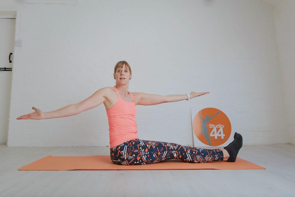 10 minute pilates online spine twist